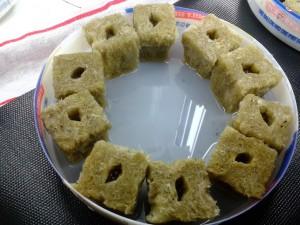 10 rockwool cubes in the ice-cream bucket bottom